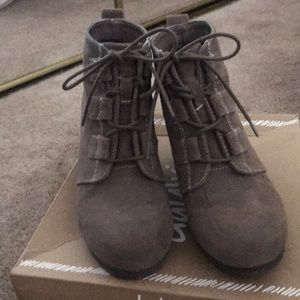 Women's shoes size 7 in taupe